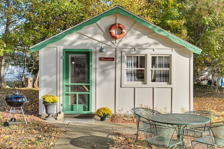 M22 Resorter Cottage | Green Buoy Resort | Onekama