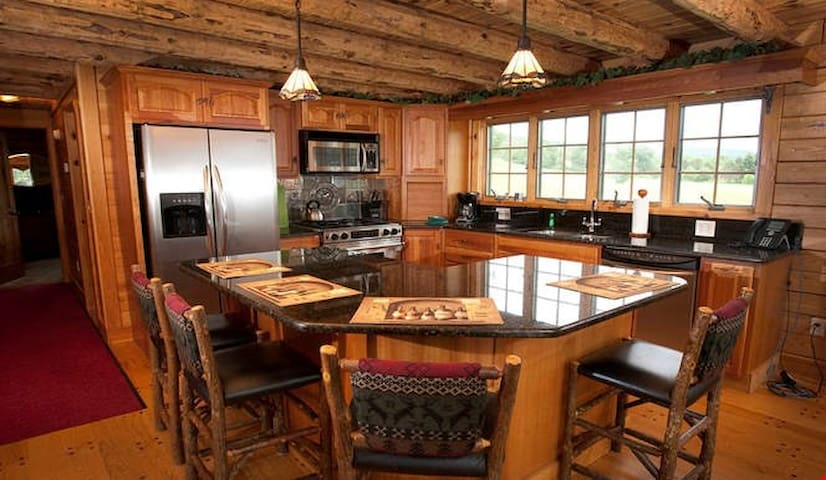 Stunning and Spacious Log Home for 16 Guests with Amazing Amenities