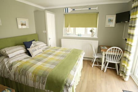 Peaceful self-contained room - Whitstable