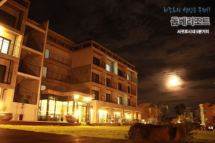 DombeResort Deluxe Room F (Ocean View) - Taepyeong-ro 92beon-gil, Seogwipo-si - Inny