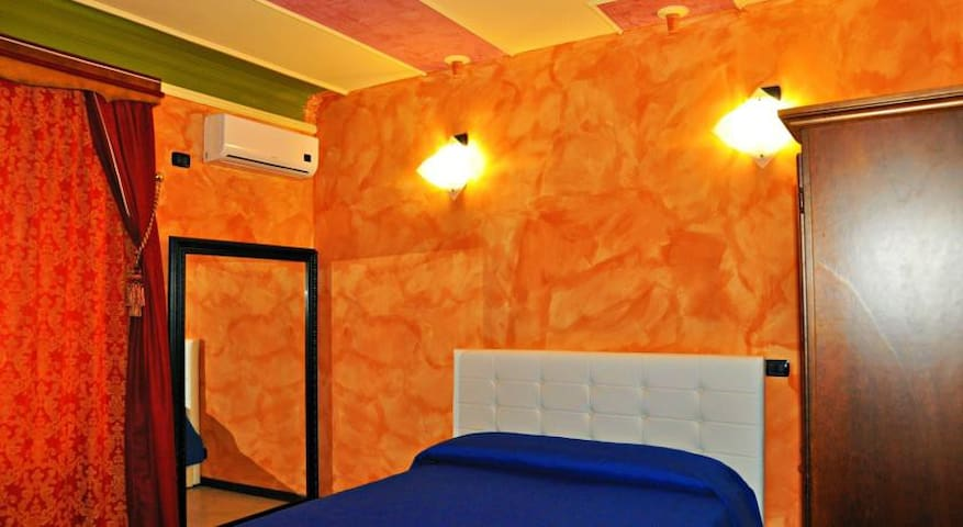 Lo Scrigno B&B Camera Acquamarina!! - Montemiletto - Bed & Breakfast