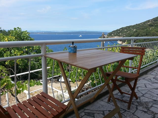 Sea view apt. on Island Cres, Merag
