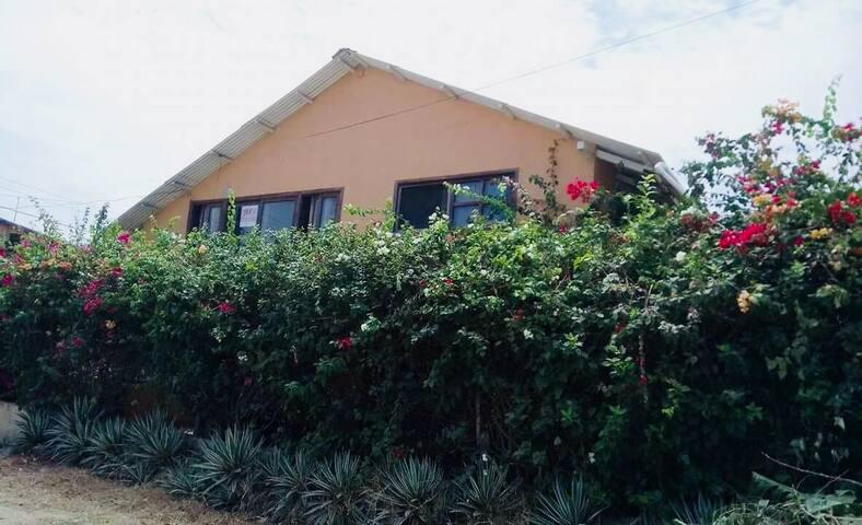 Cafe Flor. Casa Vacacional en Canoa-Manabi