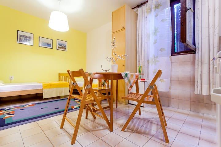 Charming studio apartment in top location