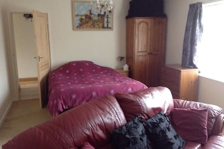 Spacious, comfortable double room - Weymouth