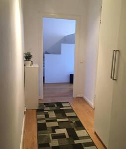 Mysig central 1.5a i populära Midsommarkransen - Stockholm - Apartment