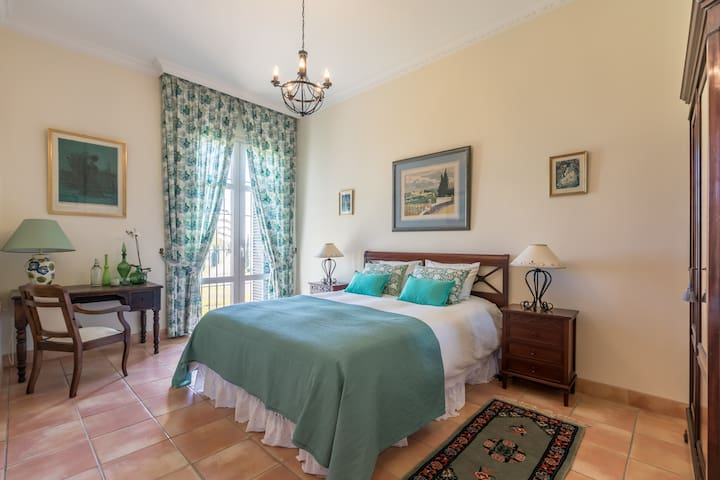 5 Rooms in Andalusian Hacienda-Bed&Breakfast