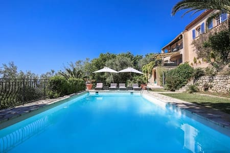 Stunning guest house with sea view, sleeps 8 - Châteauneuf-Grasse - House