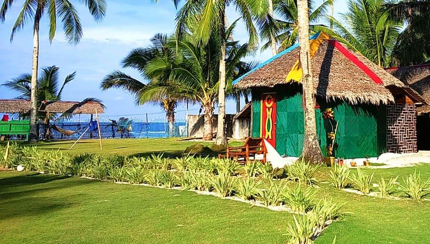 Family Cottage with loft sleep (2Adults & 2Kids - Siargao island - Hut