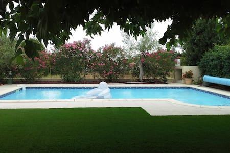 T2 climatisé avec piscine