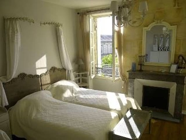 "Chambres d'hôtes ""les galantes"" - La Réole - Bed & Breakfast"