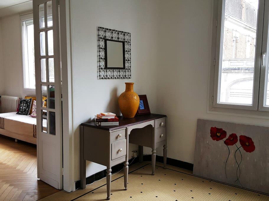 chambre spacieuse et lumineuse houses for rent in cholet pays de la loire france. Black Bedroom Furniture Sets. Home Design Ideas