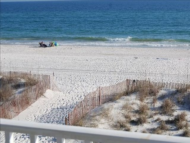 Beautiful Beachfront Condo - Gulf Shores - Byt