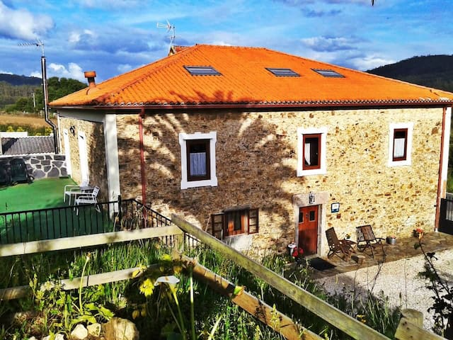 Stone house in delightful place - Cedeira - House