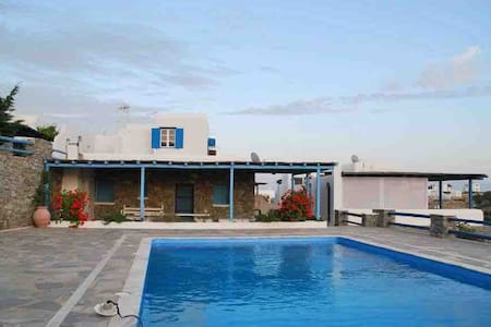 Louiza's house by the pool, 200m from the beach