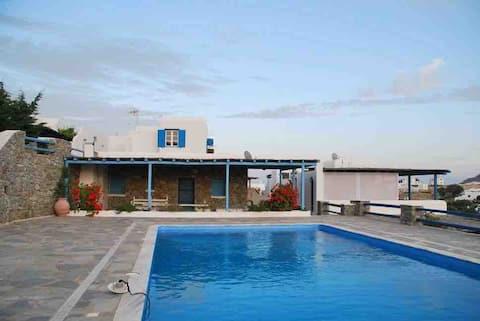 Casa de Louiza a la piscina, a 200 m de la platja