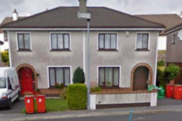 Nice 3 bed house in Galway city, with driveway