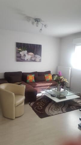 Joli appartement situé au centre de floirac.