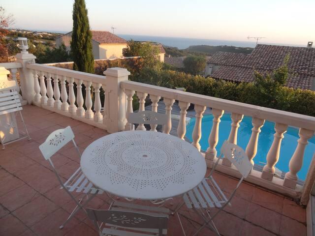villa 9 pl vue mer ( 2km  )  au calme orientée S-O - Ensuès-la-Redonne - House