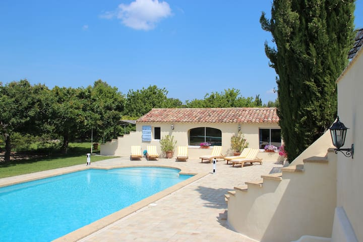 Independent cottage in Provence