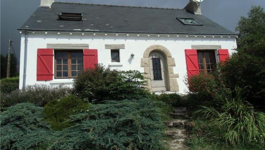 Kermarjane, maison vue mer avec grand jardin.