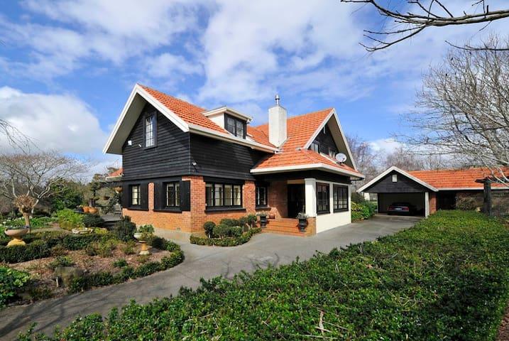 Villa Delfilord - - Country Style Retreat