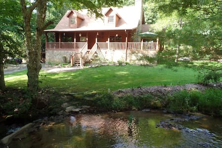 Creekside Paradise B&B Master Suite - Robbinsville - Bed & Breakfast