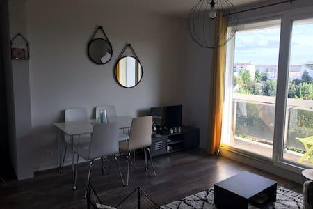 Appartement lumineux sans vis à vis avec parking