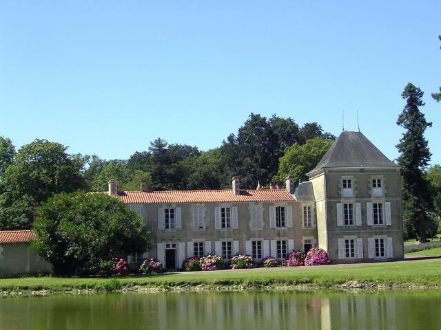 Espace, calme et confort 16 pers - Saint-Martin-Lars-en-Sainte-Hermine - Dům