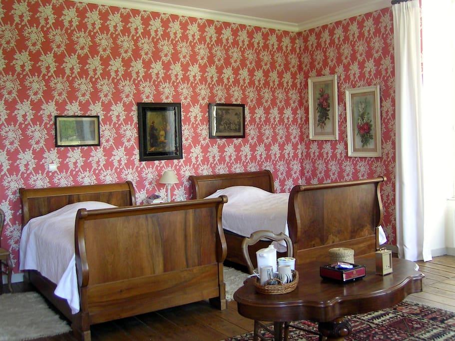 Des chambres meublées avec goût, grandes et équipées de sdb individuelles