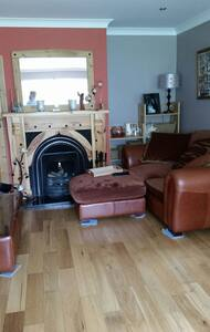 Comfy room 20 mins from city centre
