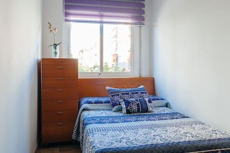 Habitación+piscina+wifi - Sant Boi de Llobregat - Lägenhet