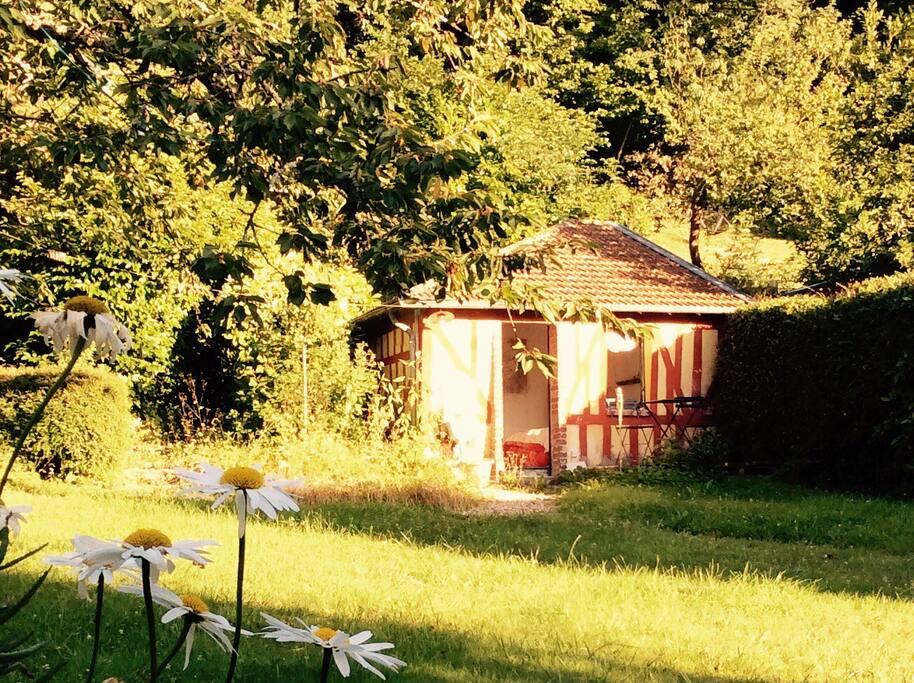 Cabane au fond du jardin chalet in affitto a villerville for Cabane au fond du jardin