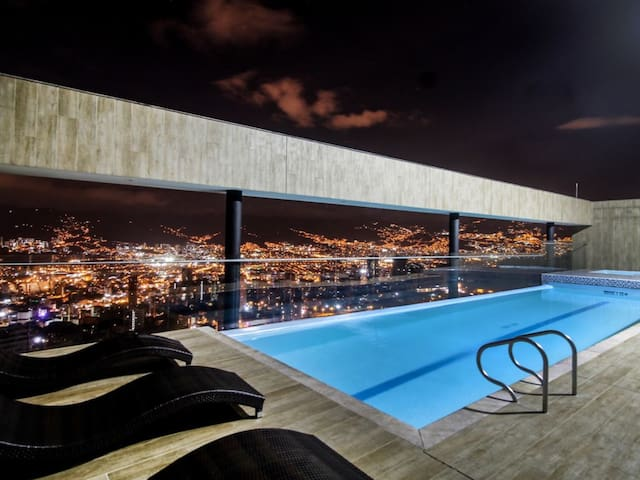 5-Star Luxury El Poblado, Pool Jacuzzi Gym, Views!