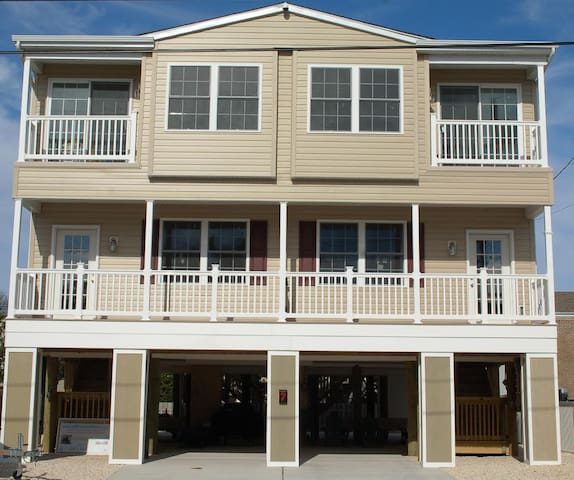 Beautiful Brand New House Oceanside (Your own Apt) - Long Beach Township - Leilighet