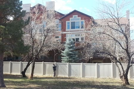 Snowbasin Luxury 2 bdrm Condo views - 亨茨维尔(Huntsville) - 公寓