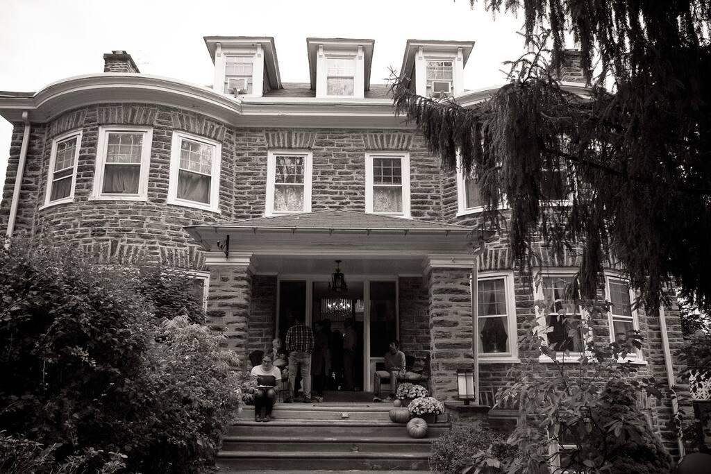 Stone, Colonial, entrance porch, Bay windows.