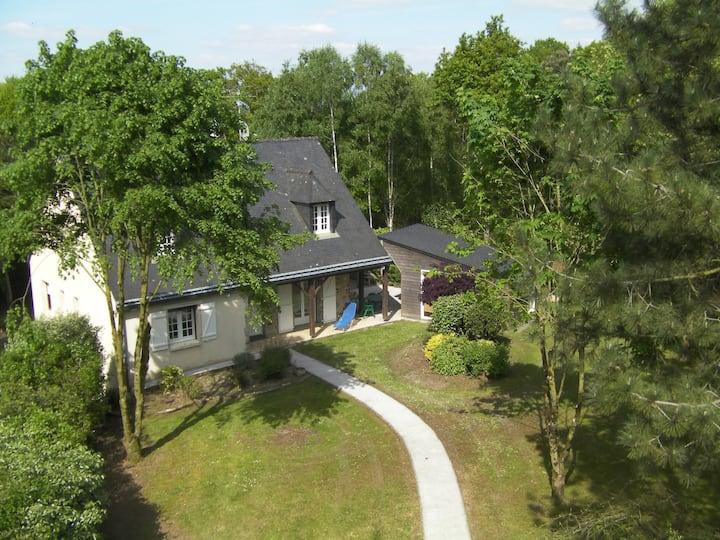 Studio  indépendant dans  maison avec parc boisé