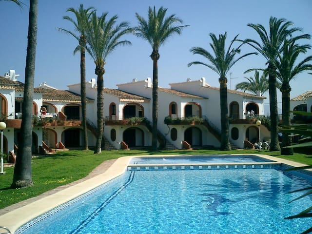 35BUNGALOW DENIA a 75m playa arena.