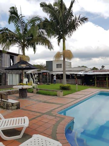 Habitación en La Hermosa Villa Alto Bonito (#2)