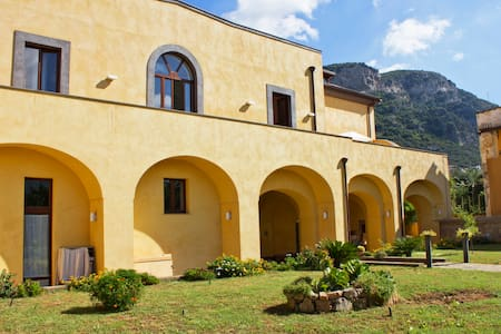 Sorrento - Villa Elisa room arancio - Meta