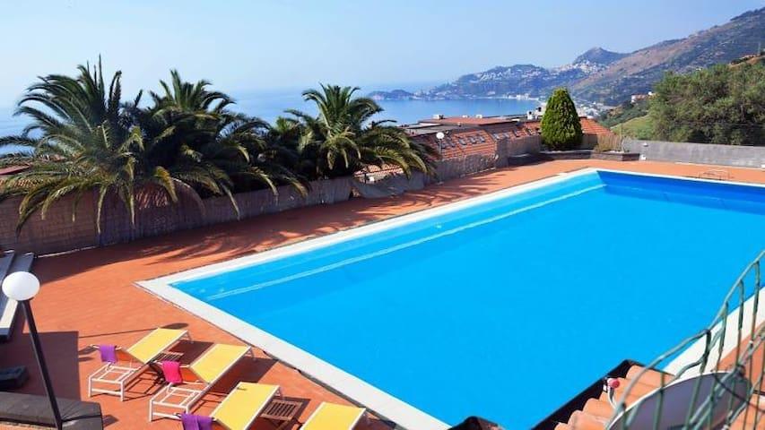 Casa con piscina privata Taormina