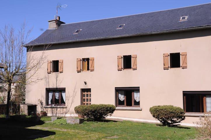 Maison à la ferme proche du lac de Pareloup - Arvieu - Casa