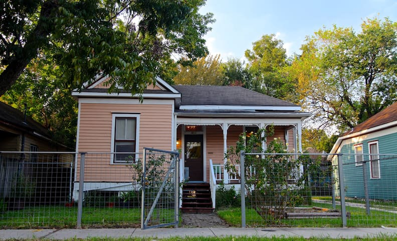 1910 Charm in shadow of H-Town -METRO/trail access