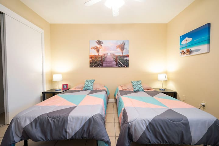 "The ""Kahakai"" bedroom is perfect for our younger guests who love the beach. Twin beds can be converted to a king bed upon request."