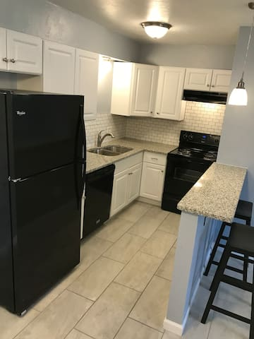 Remodeled, Chic Apt 21, 3 Min Walk to Fairgrounds!