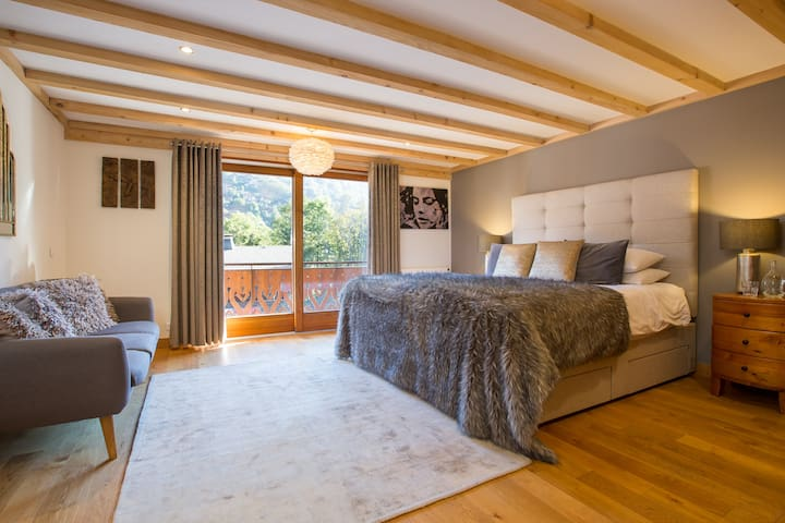 Huge master ensuite bedroom