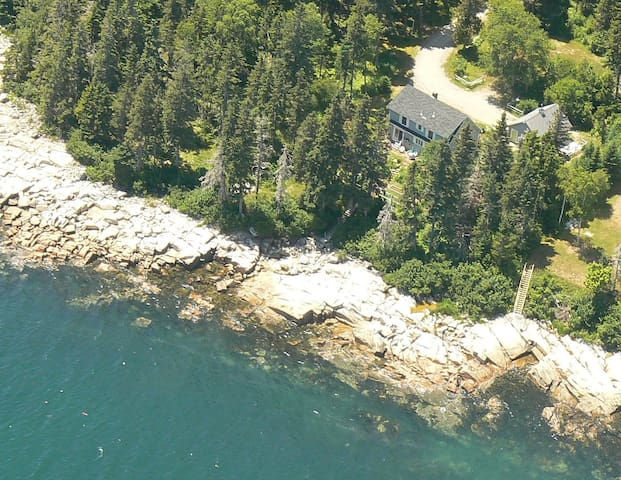 Schoodic Surf Cottage - Oceanfront - Prospect Harbor