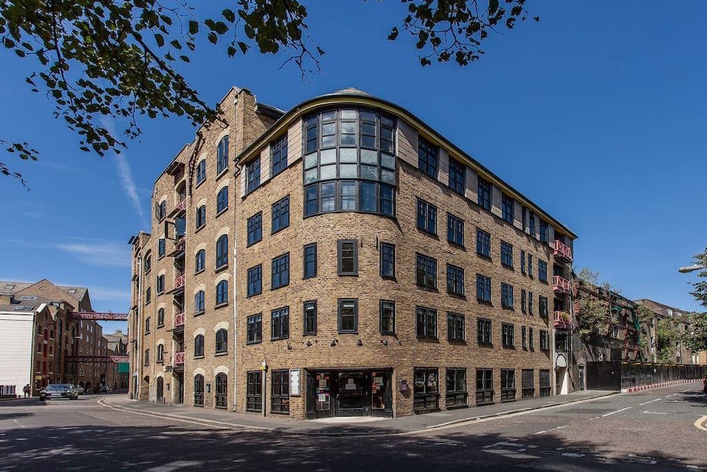Converted Warehouse Dock Building in lovely Wapping, great transport links to central & City.