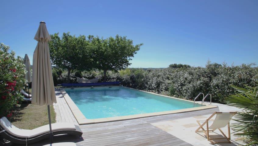 Gîte de charme au calme avec jardin et piscine
